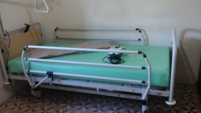 Cama articulada elétrica, 1 colchão normal e outro colchão ar com moto