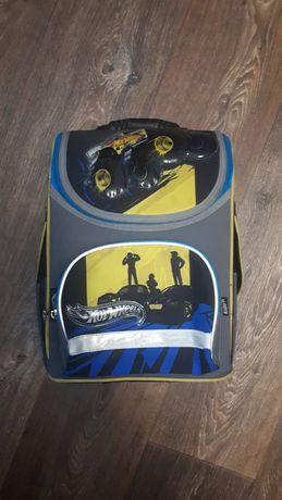 Рюкзак школьный портфель продам дешево