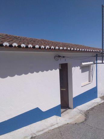 Casa térrea T2 c/garagem + anexo quintal