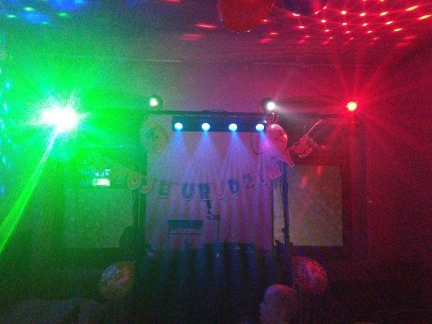 Mobilne stanowisko dla Dj'a, Stand DJ z belką oświetleniową .