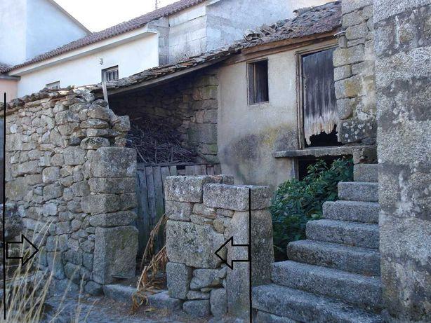 Casa em pedra granítica para reconstruir T2