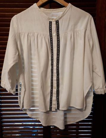 Camisa branca em linho com pormenores bordados