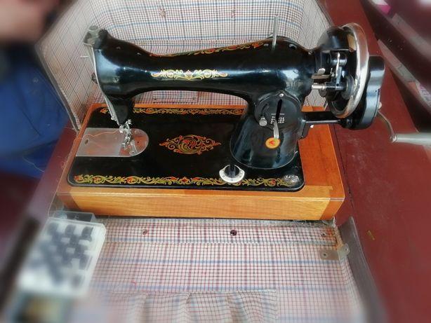 Швейна ручна машина