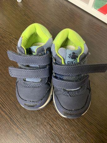 Кроссовки ,детская обувь