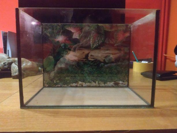 Małe akwarium 27x15x19 używane