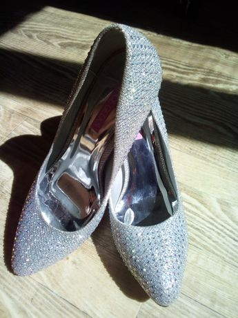 39р. Ослепительные новые туфли на праздник