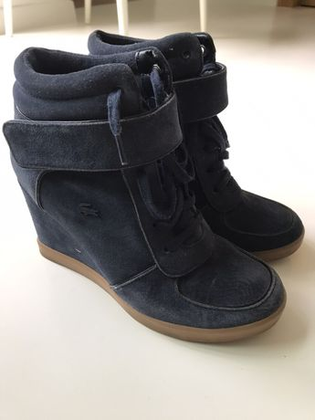 Sneakersy na koturnie - Lacoste