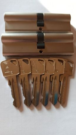 Sprzedam komplet wkładek LOB 45/50- system jednego klucza.