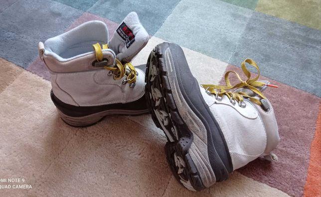 Зимове взуття для дівчинки