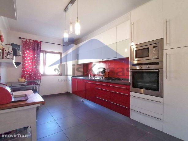 Apartamento T3 com Box para 2 viaturas e arrecadação, em ...