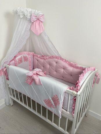 Бортики на кроватку, балдахин, одеялце на выписку.