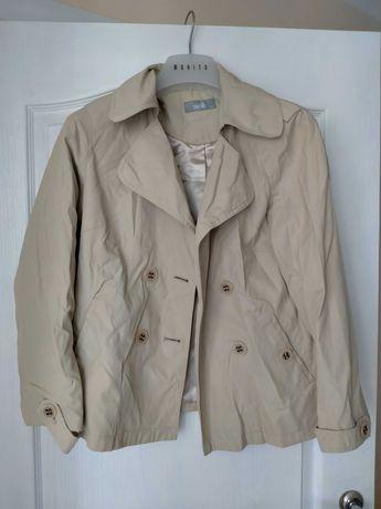Жіночі куртки і плащі