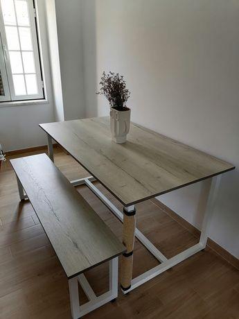 Mesa de jantar e banco