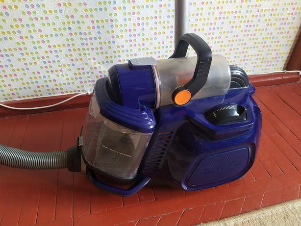 Мощный пылесос ELECTROLUX на 1800w без мешка.