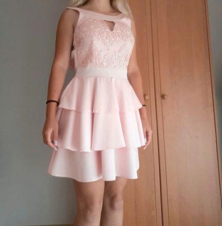 Różowa krótka sukienka