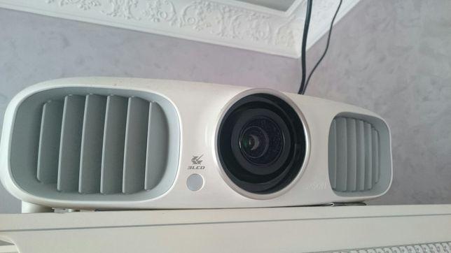 Продам топовый проектор Epson EH-TW5900 + 3D очки ELPGS01+3DIR-эмиттер