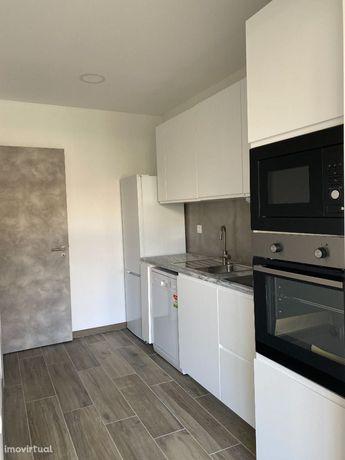 T2 + 1 - Quintal - Remodelado - Cozinha Equipada - A Estrear