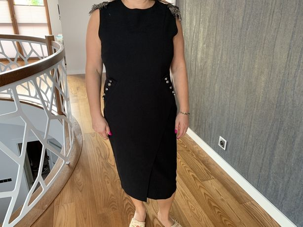 Czarna sukienka Motive More