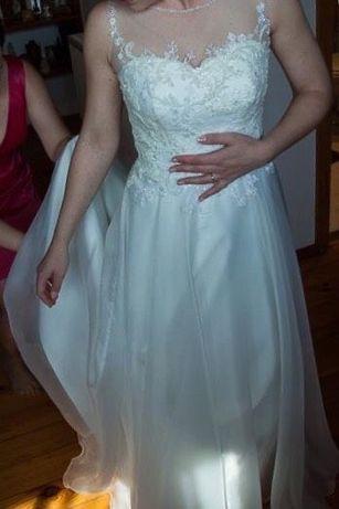 Zjawiskowa suknia ślubna z kamieniami Svarowskiego