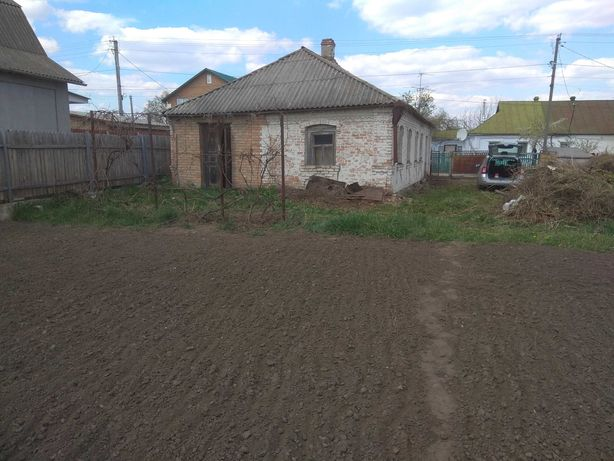 Продам земельну ділянку з будинком в м.Сквира