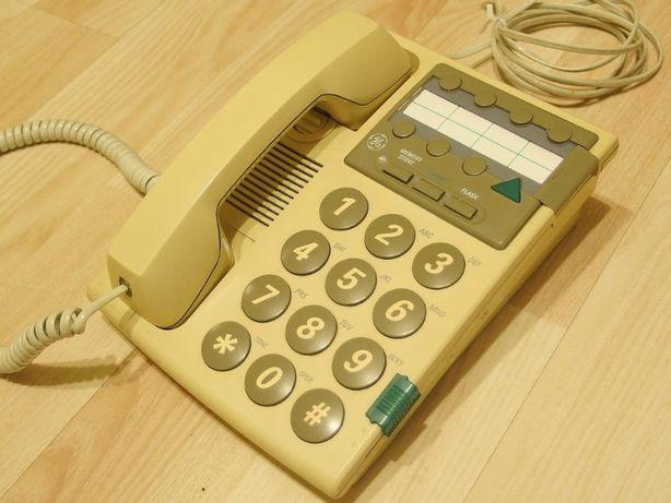 Sprawny telefon stacjonarny dla osoby starszej seniora
