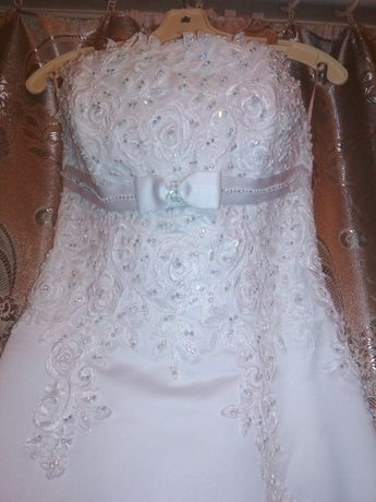 Свадебное платье. Белое. Очень красивое.