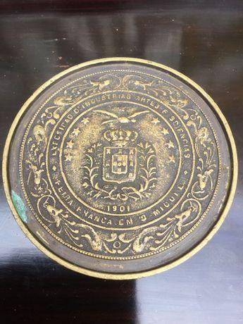 Caixa em bronze Rei D.Carlos I Peça oferecida Visita aos Açores 1901