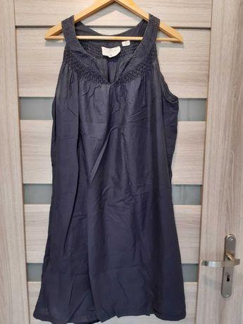 Zwiewna suknia ciążowa