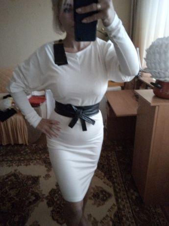 Платье белое, летучая мышь, трикотаж
