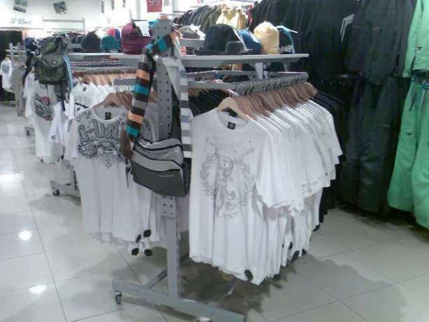 Торговое оборудование б/у (торговые стеллажи) под одежду, обувь, сумки