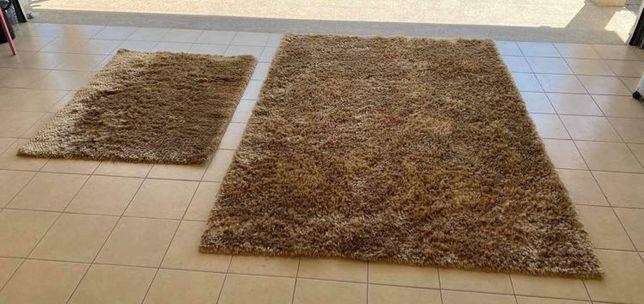 Conjunto de duas carpetes. Medidas: 200x300cm e 120x160cm