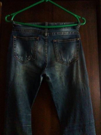 Продам рваные джинсы на девочку