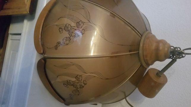 Magnifico candeeiro de teto en cristal castanho y desenhos floriais