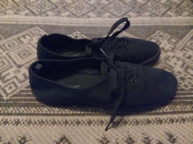 Подростковая спортивная обувь