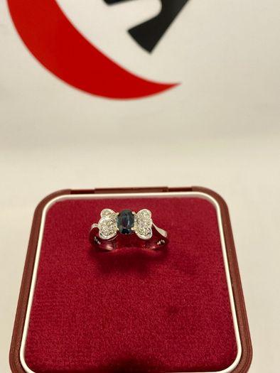 Złoty pierścionek z brylantami i szafirem