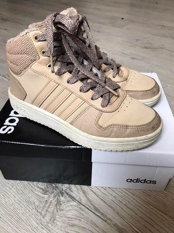 Осінні жіночі кросівки Adidas