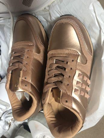 Buty sportowo/ eleganckie sneakers