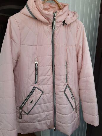 Жіноча куртка осіння