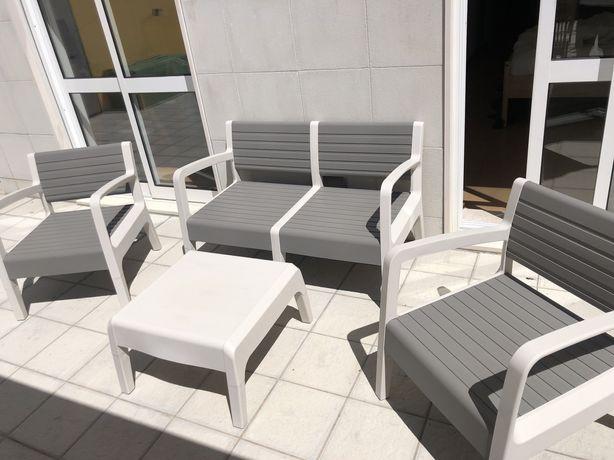 Vendo conjunto mobiliário cadeiras jardim + mesa