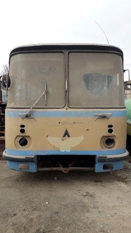 Атобус ЛАЗ 695 .