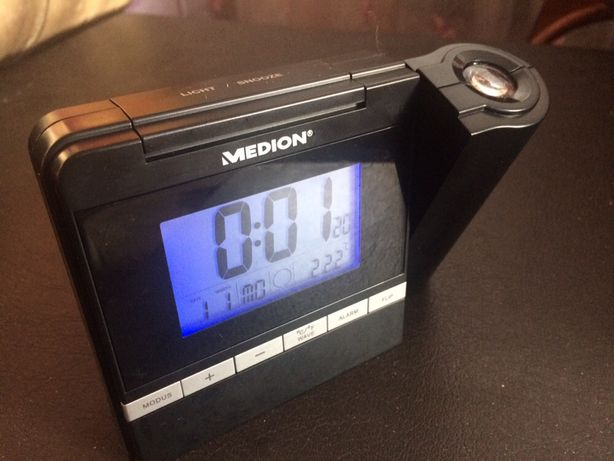 Часи проектор, термометр, будильник.