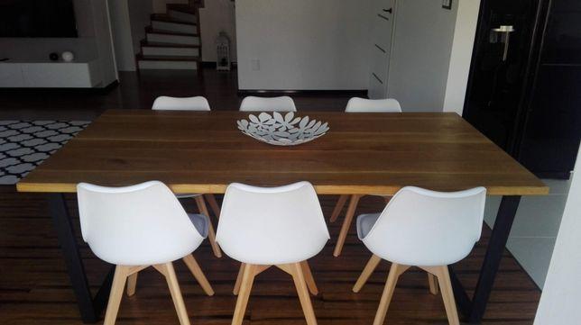 Loftowy stol industrialny lity dab
