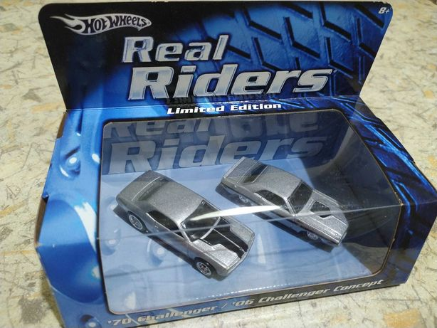Hot Wheels - '70 Challenger / '06 Challenger Concept (Real Riders)