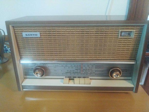 Rádio antigo Sanyo