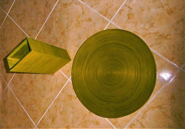 Conjunto decorativo, vistoso de prato e jarrra em madeira