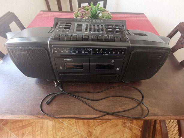 Vintage - Radio e Leitor de Cassetes Portátil - Pilhas e Eletricidade