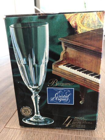 Vendo conjunto novo de 4 copos cristal d'arque