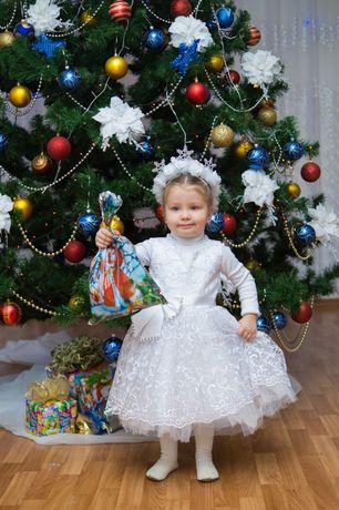 Красивое белое платье на 2-3 года