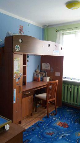 Łóżko piętrowe z biurkiem i szafą plus komoda
