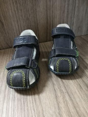 Używane buty, buciki, sandały, sandałki rozmiar 19 Lasocki kids